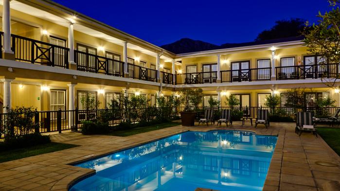 Protea Hotel Franschhoek, hage med pool.